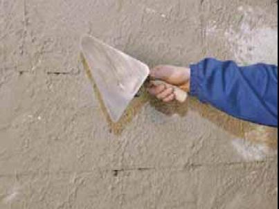 Набрызг при ручном нанесении гипсовой штукатурки