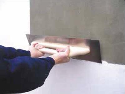 Нанесение гипсовой штукатурки металлическим полутерком